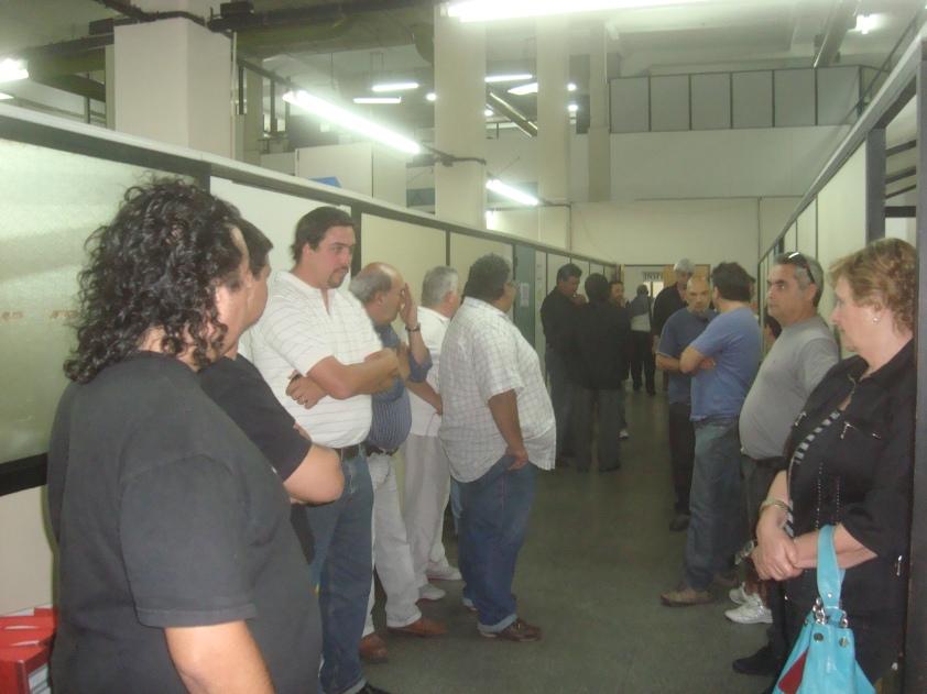Trabajadores de LV2 en la Secretaría de Trabajo de la Provincia, momentos antes de decretarse el quiebre a la radio (Noviembre 2011).