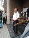 Hugo Cesano, uno de los despedidos de la empresa Ciudad de Córdoba, donde se encadenó frente a la UTA, durante el paro de tres días que lanzó el gremio. Foto: Rubén Pineda.
