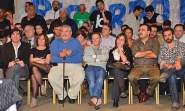 De izq. a der.: Riutort, Pérez, Porcaro, Scotto, Moreno y Fresneda en la primera fila. Foto: La Mañana de Córdoba.