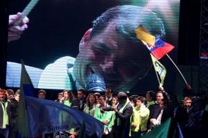 Correa celebramdo -