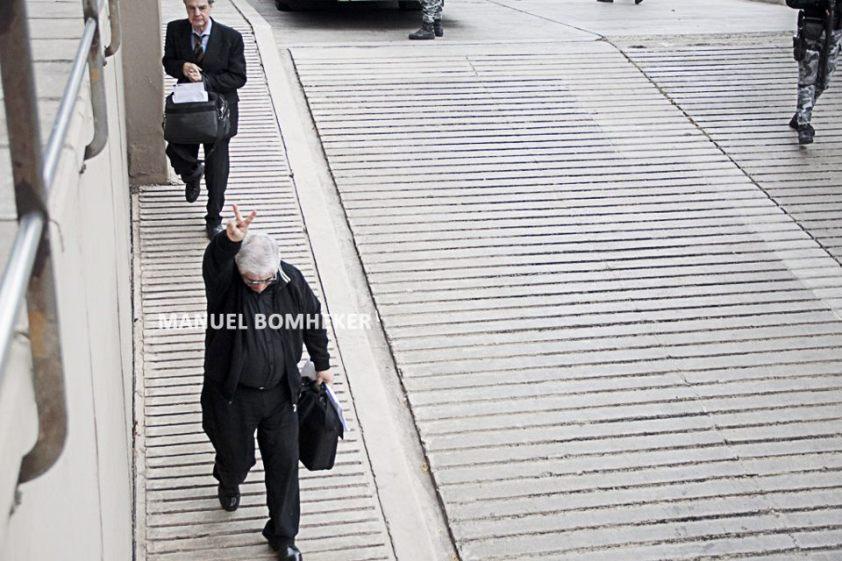 Al fondo, Ernesto Guillermo Barreiro. Al frente haciendo la V, Carlos Alberto Díaz.